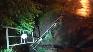 Во Владимирской области ливень с грозой разрушил дорогу и повалил деревья