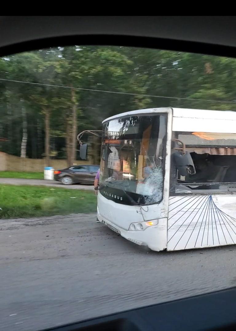 Во Владимире пьяный водитель такси врезался в автобус
